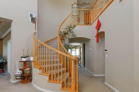 宽敞明亮 豪华舒适美丽 二间卧室 独立卫浴 多个停车位 免费wifi - Fremont - Villa