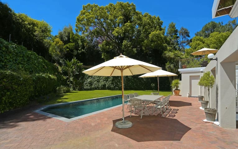 Large 6 bedroom Constantia Villa with pool