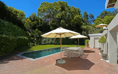Large 5 bed Constantia Villa with pool and garden