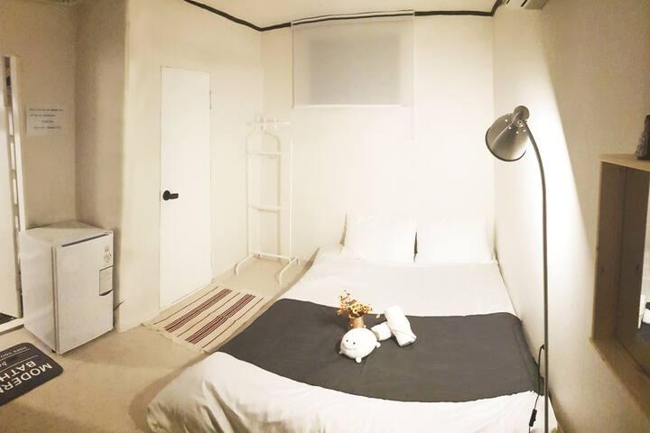 [Hongdae/Sinchon] Private room 2_홍대,신촌5분_경의선책거리30초