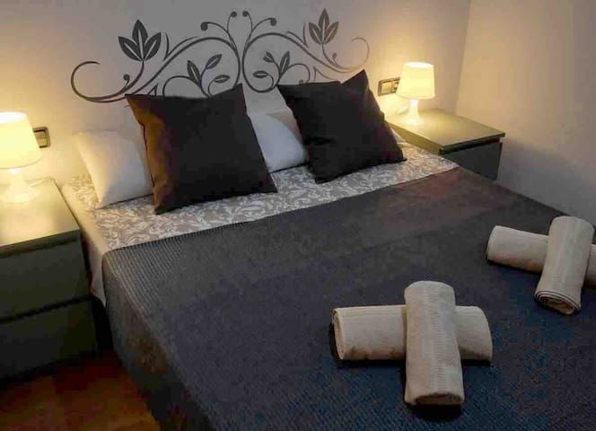 DOUBLE ROOM FOR 2 PERSONS IN THE HEART OF BCN!!!