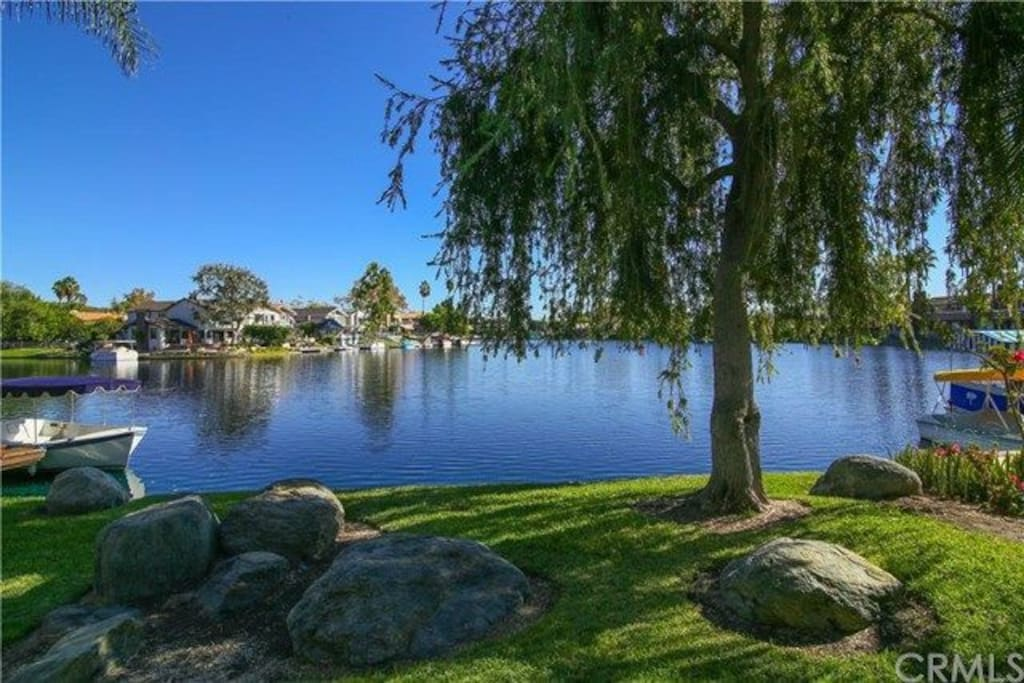 30 second walk away from this beautiful lake ! Sip your morning coffee at Rocky Point