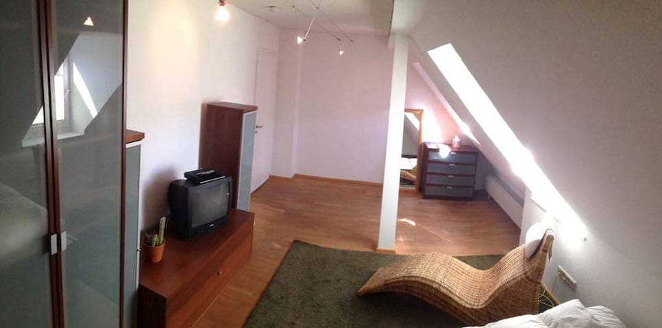 Zentrales, gemütliches Dachzimmer in WG - Colonia - Appartamento