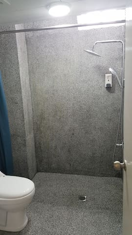 Water Boiler both for shower and basin. 2 in 1 Body wash cum shampoo provided. Please turn on boiter for at least 20min before you planned to take shower. Enough for 2 normal bath,3rd guest ps wait for another 20 min for boiler generate hot water