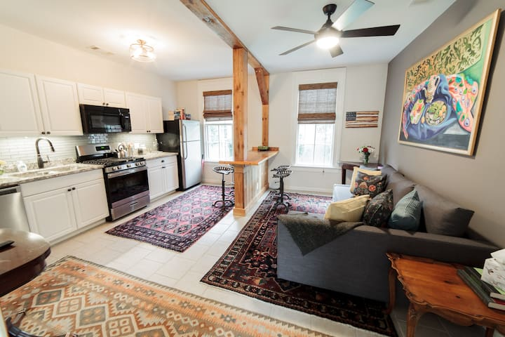 The Eclectic Retreat in Uptown- 10 min to Benning