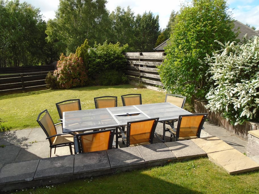 Garden and outdoor dining