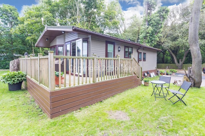 Pet friendly luxury lodge with decking in Suffolk near the beach ref 32008A