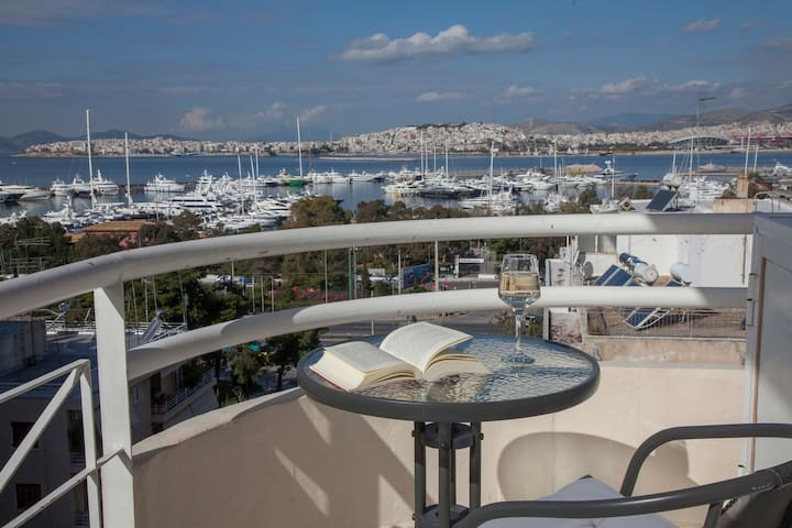 Νice Sea View Elegant Apartment in Marina Floisvos