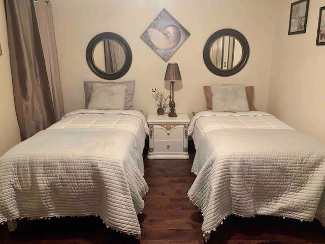 Cozy 3 Bedroom space close to Strip