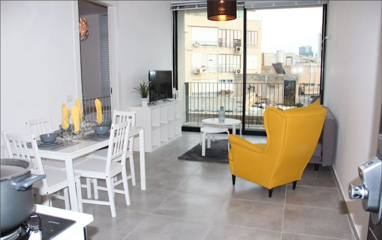 Boutique apartment 200m from the beach (D)