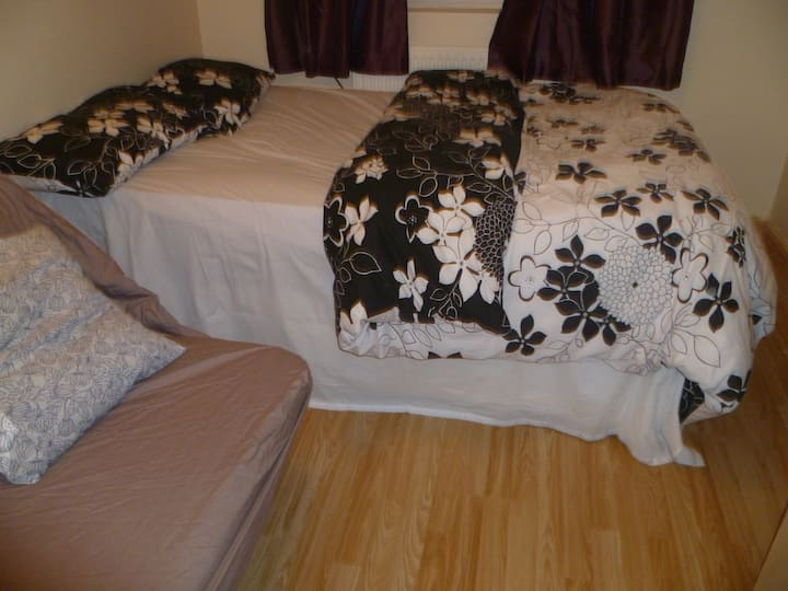 LONDON ACACIA 1BED FLAT, SLEEPS2-4. CLOSE TO CITY.