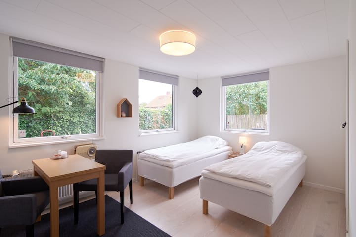 Bright room (Room 1) close to Cph City & Airport