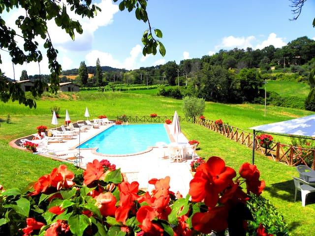 farm holiday Umbria italy Relax  - Gubbio - Bed & Breakfast