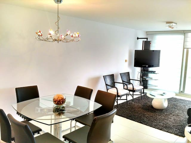 Luxury 2 bedroom Van Toan 5 Bed - Nam Hong Village - Apartamento