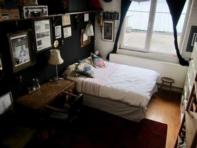 Bright Victorian Warehouse Room in Hackney Wick - Londen - Appartement