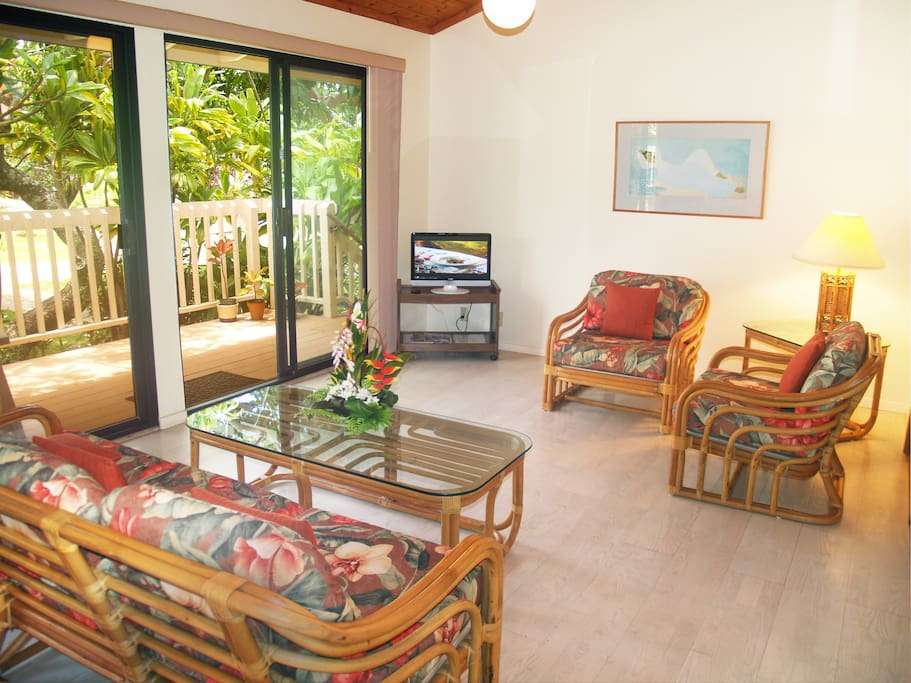 livingroom with deck beyone