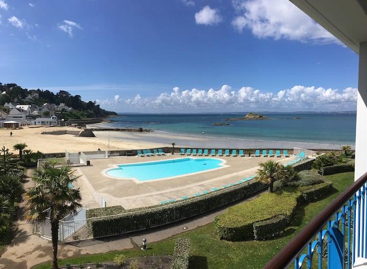 Appartement vue mer dans résidence avec piscine