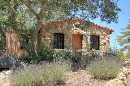 Papillion Rouge Stone Cottage - Solvang - Maison