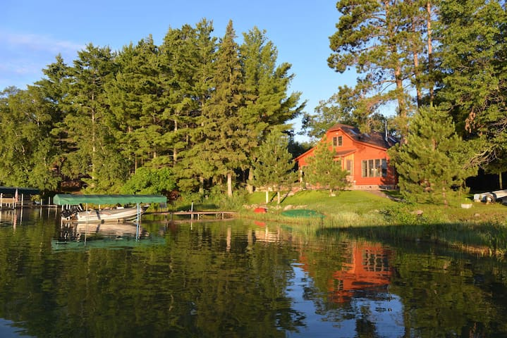 Whole Home! - Beautiful Cottage on Horseshoe Lake.