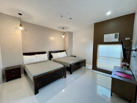 Mid Century Studio Apartment w/ Kitchenette & Wifi