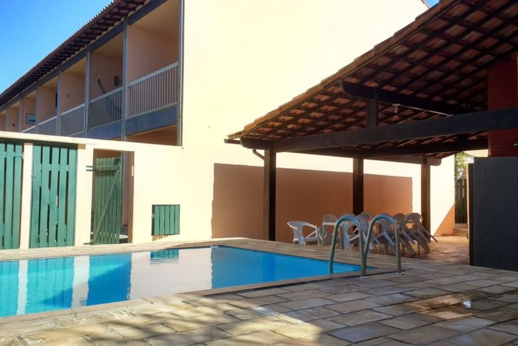 Visão do condomínio à partir da área da piscina.