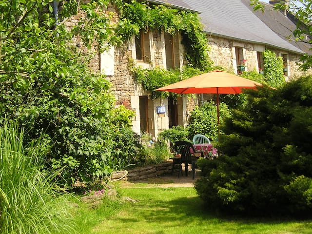 House with 3 bedrooms in La Grée-Saint-Laurent, with enclosed garden and WiFi - 54 km from the beach
