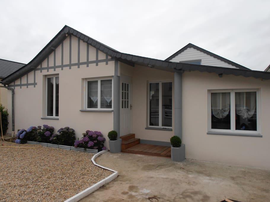 jolie petite maison normande maisons louer ouistreham basse normandie france. Black Bedroom Furniture Sets. Home Design Ideas