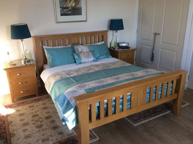 Have a good night sleep in this king size double bed...