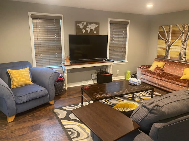 Cozy Three Bed, Two Bath Home in North Kansas City