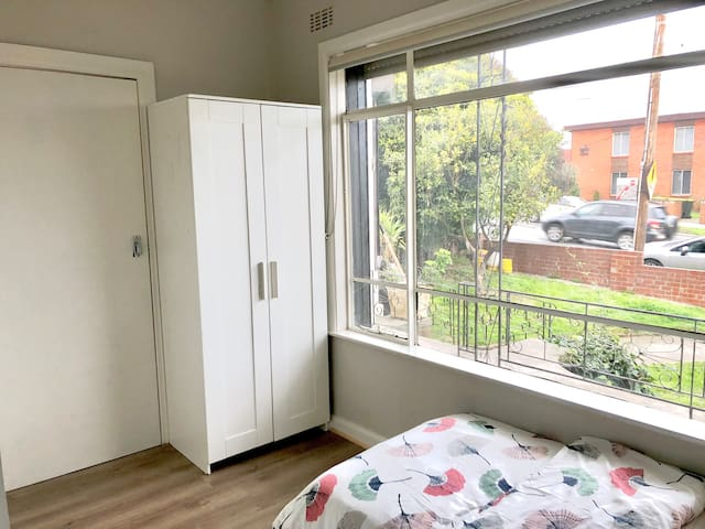 Inner city Private single room with en-suite