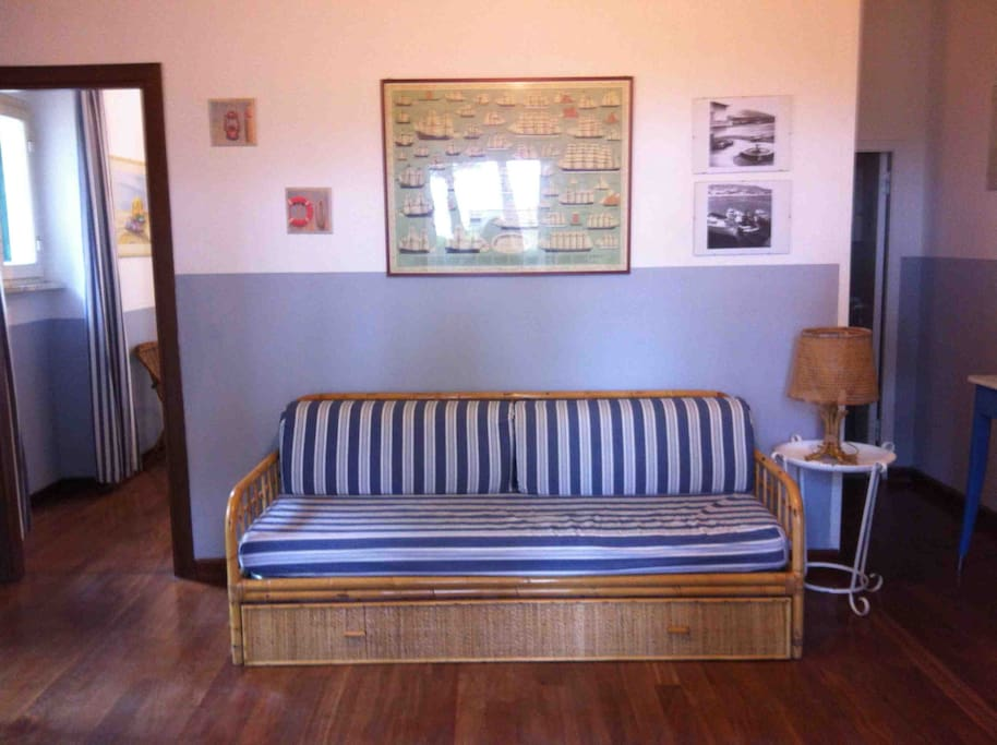 Sala con divano letto doppio