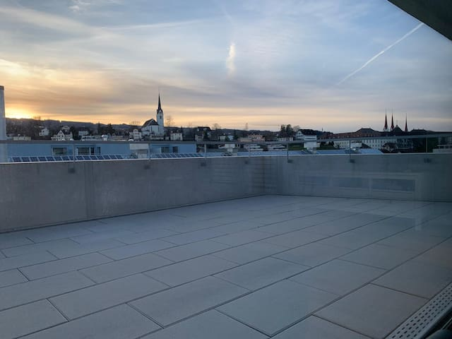Rooftop Business Apartment, mid-long term stays