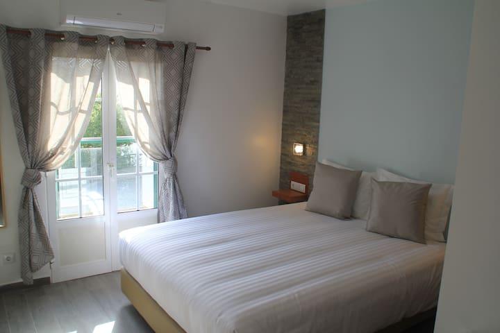 Chambre privée lit double Verdemar Guest House