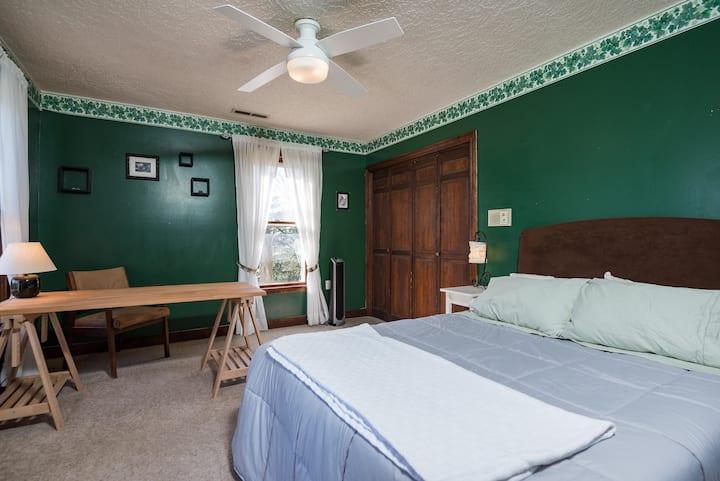 Big Ivy Green bedroom