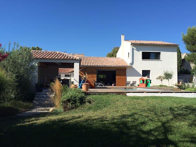 Villa + swimming pool (7 mi from Aix-en-Provence) - Venelles - Villa