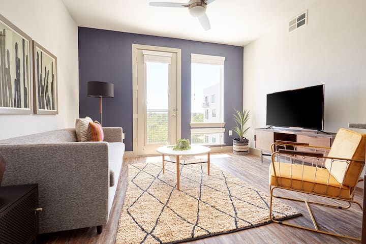 Sonder | East 5th | Classic 1BR + Pool