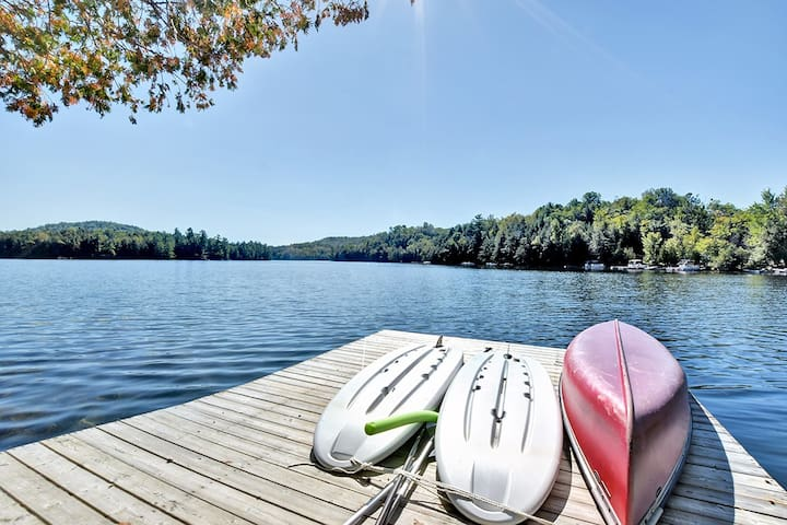 2 stand up paddle boards and a canoe are yours to use during your stay.