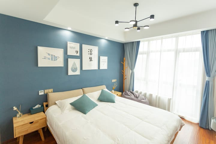 """蓝色大床房-""""清风"""",独立别墅,带庭院泳池,近沙滩(橘岛民宿)"""