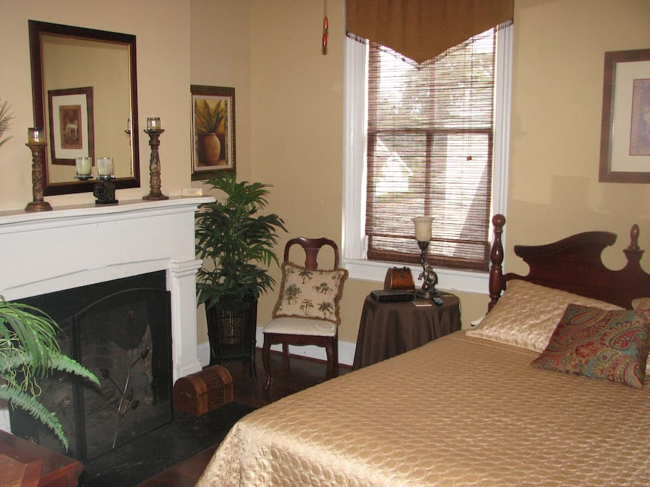 "This listing -- Room C -- with queen bed is cozy and has a bit of a ""jungle"" feel to the decor. Flat screen TV adn like all our rooms, has a full, private bath attached to the room. This room has an entrance way and a little office space with table suitable for a lap-top.  2 large closets, too!"