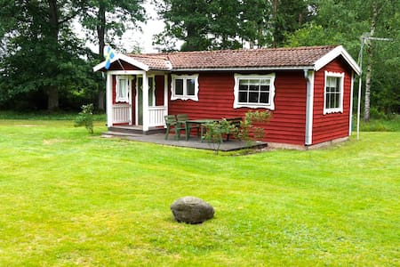 Nice cottage in beautiful nature near lake - Växjö N - กระท่อม