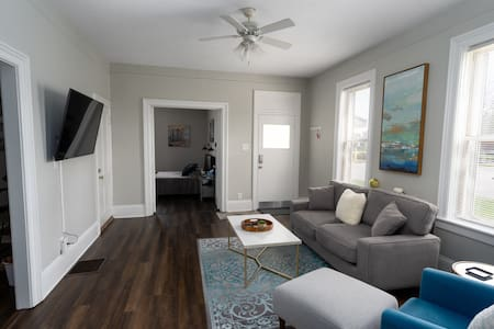 Charming One Bedroom Near Downtown