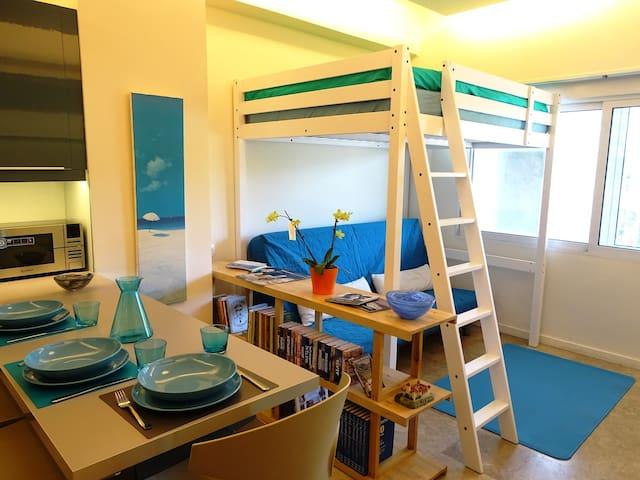 Athens Metz - Studio (Azul)