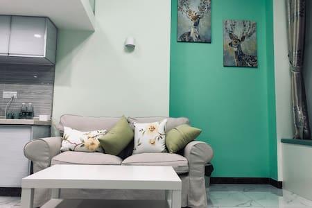 柒月拾主题公寓 牛油果绿复式套房,全新装修情侣假日主题房,大屏幕投影仪,双人浴缸
