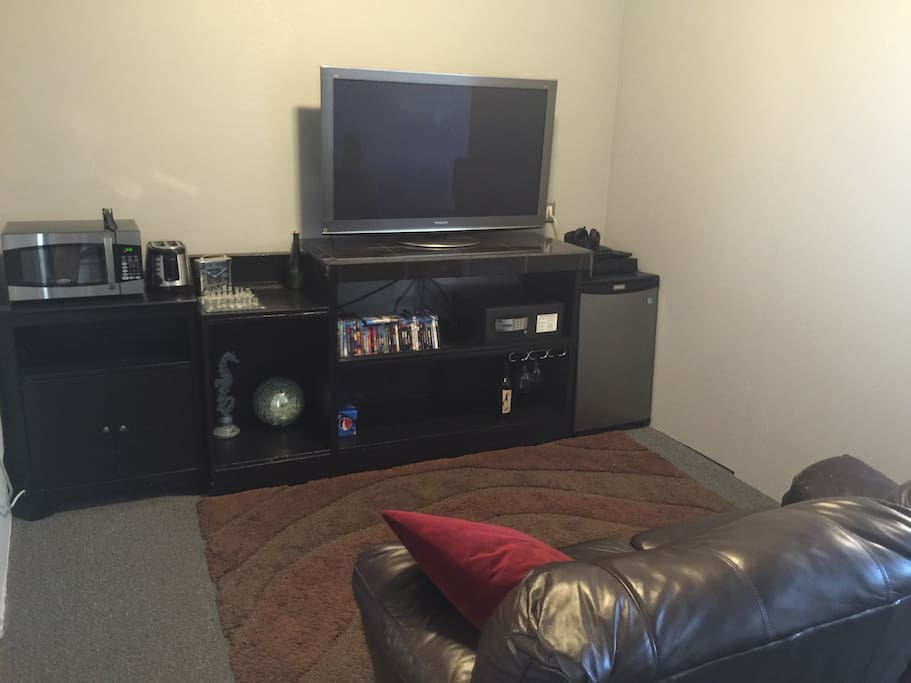 TV, Fridge, Blu-ray collection, Microwave, toaster, safe...
