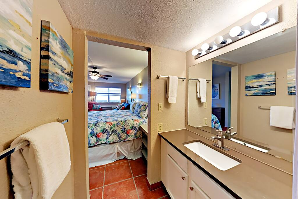 143 Sea Breeze-Bathroom