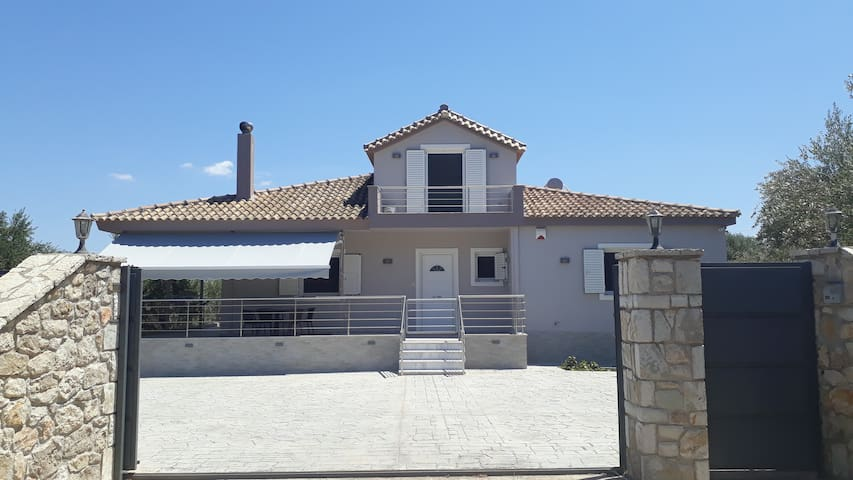 Charming detached house 300m far from the sea
