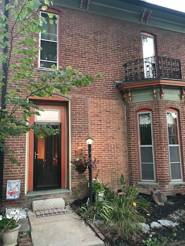 1856 Suite With Historic Charm downtown Franklin.