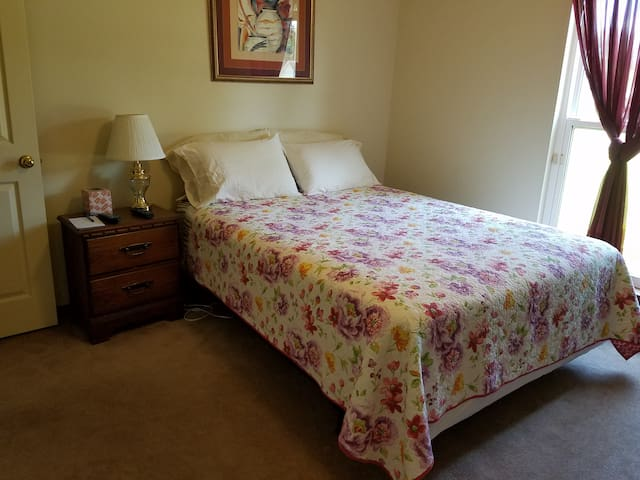 Pensacola Fun! Quiet Restful Private Room&Bath