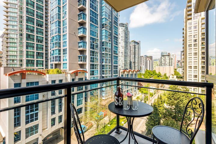 Bright, cool, master suite in Yaletown!