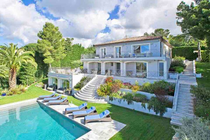Super Cannes luxury villa with panoramic sea view